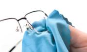 Trik Simple Membersihkan Kacamata Dari Jamur yang Membandel