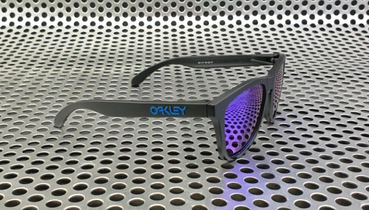 Oakley Frogskin Limited Edition Revert 95